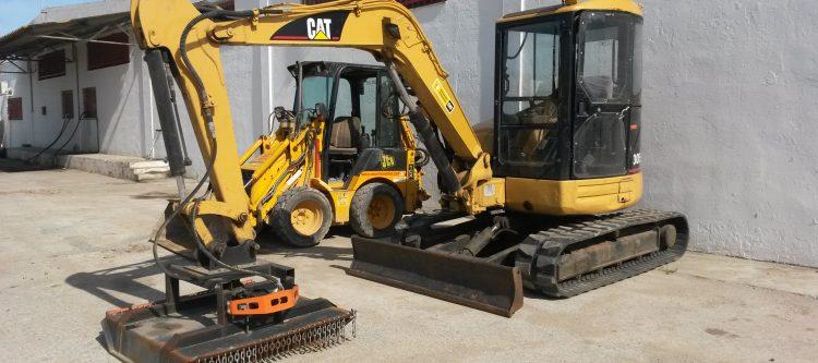 Mini-excavadora 5 tn. Cartepillar 305
